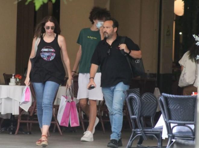 Πήγαν οικογενειακώς για ψώνια