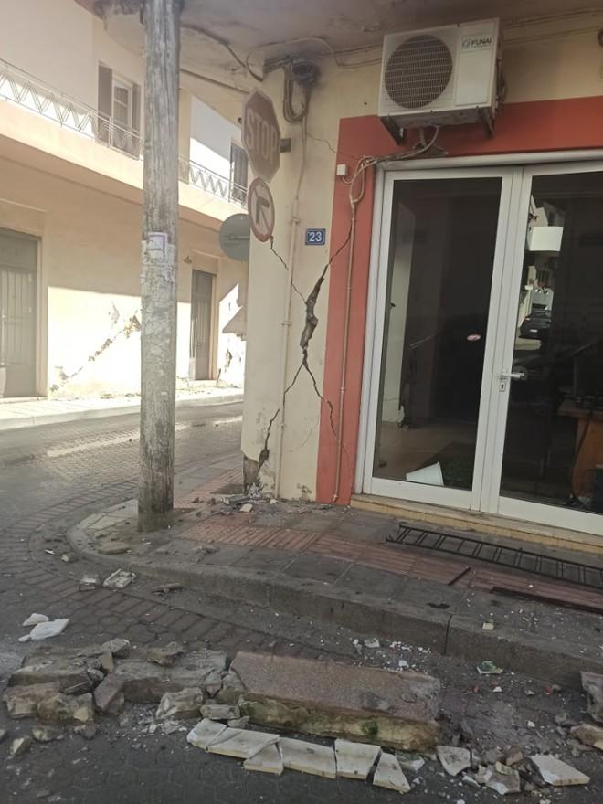 ρωγμές σε κτίρια από τον σεισμό