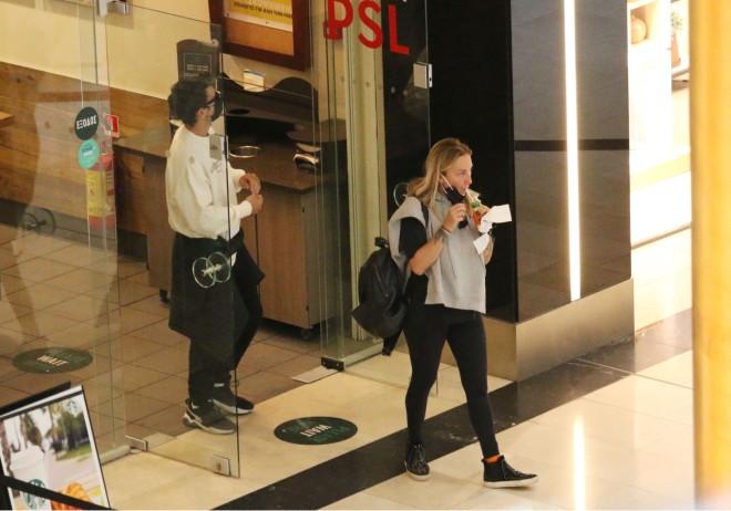 Με casual εμφάνιση στο εμπορικό κέντρο
