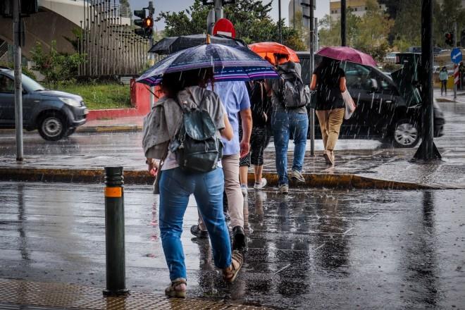 Στιγμιότυπο από βροχή στην Αθήνα/EUROKINISSI