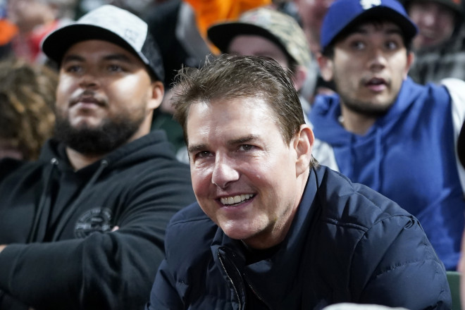 Ευδιάθετος και χαμογελαστός ο Tom Cruise/ φωτογραφία AP