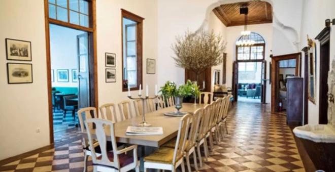 Δείτε εικόνες από τον εσωτερικό και τον εξωτερικό χώρο του αρχοντικού όπου έγινε ο γάμος Μαραβέγια Σωτηροπούλου παντρευτηκαν