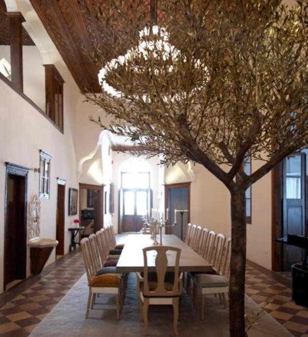 Δείτε εικόνες από τον εσωτερικό και τον εξωτερικό χώρο του αρχοντικού όπου έγινε ο γάμος Μαραβέγια Σωτηροπούλου