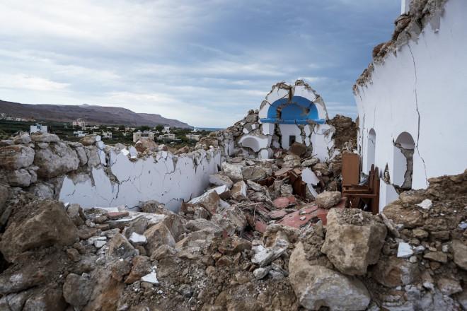 Το εκκλησάκι του Αγίου Νικολάου που κατέρρευσε- φωτογραφία Eurokinissi