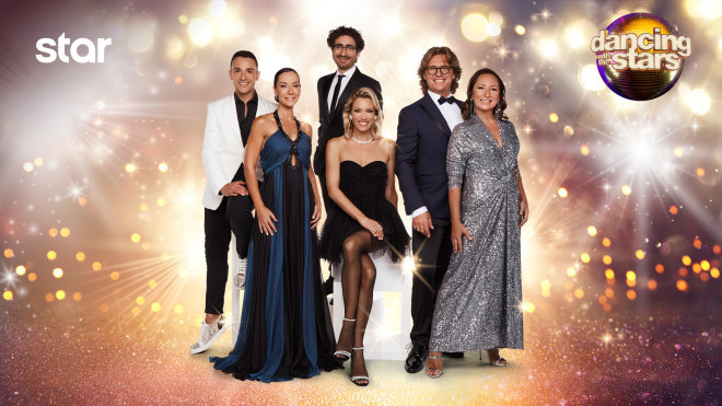 Οι παρουσιαστές και η κριτική επιτροπή του Dancing With The Stars