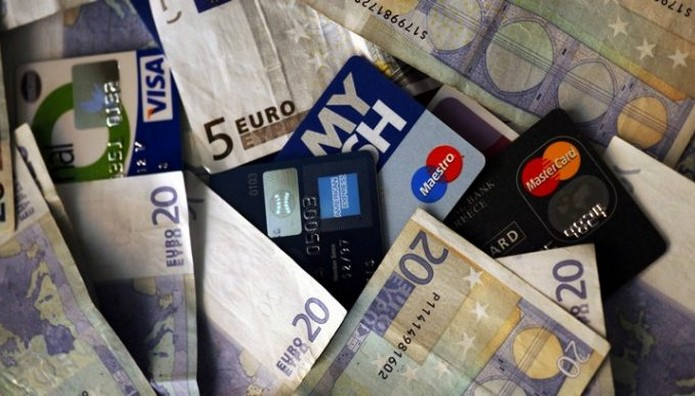 ΤΕΛΟΣ τα μετρητά πάνω απο 500 ευρώ! ΥΠΟΧΡΕΩΤΙΚΑ με κάρτες και ηλεκτρονικές συναλλαγές