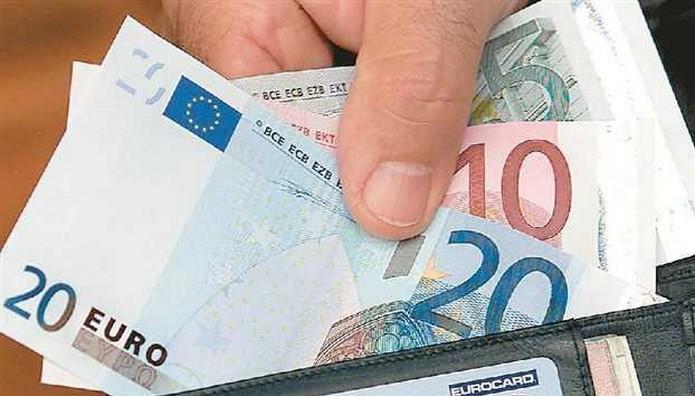 Tο 35% των πολιτών ζει με εισοδήματα κάτω των 10.000 ευρώ ετησίως