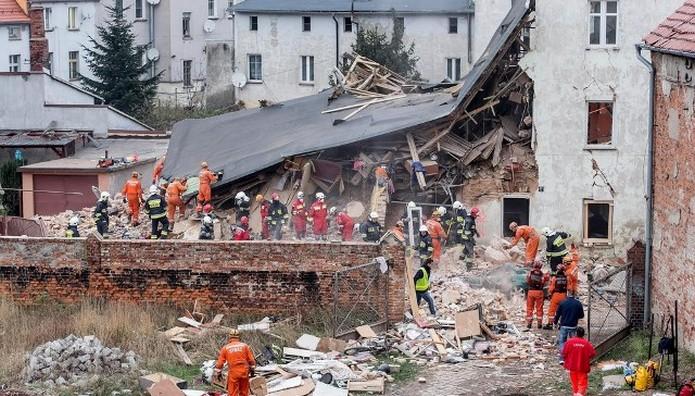 "EΚΡΗΞΗ από διαρροή αερίου ""εξαφάνισε"" κτίριο στην Πολωνία -  6 νεκροί"