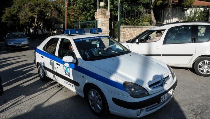 Κρατούμενος ΑΡΠΑΞΕ πιστόλι από αστυνομικό κι εξαφανίστηκε