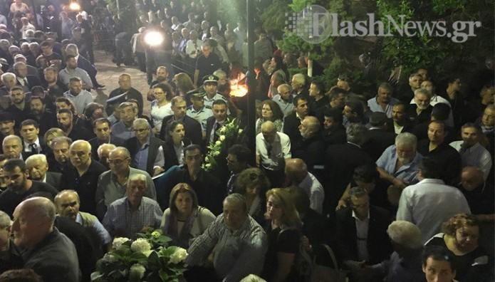 Σε λαϊκό προσκύνημα στα Χανιά η σορός του Κωνσταντίνου Μη