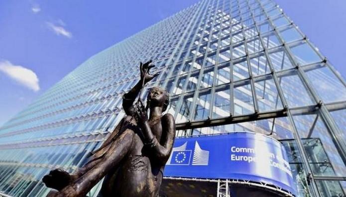 Κοινό Επίτροπο Οικονομικών και Πρόεδρο του Eurogroup θα προτείνει η Κομισιόν στο πλαίσιο προτάσεων για το μέλλον της ΟΝΕ