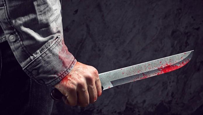 Μαχαίρωσε τη γειτόνισσα