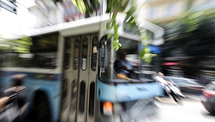 Θεσσαλονίκη: Λεωφορείο ΠΑΡΕΣΥΡΕ πεζό στην Εγνατία-Σε κατά