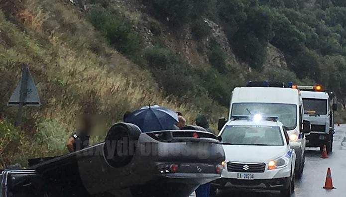 ΦΩΤΟ ΣΟΚ από τροχαίο στο Βόλο-Το αυτοκίνητο ντελάπαρε μπροστά στους φίλους του οδηγού