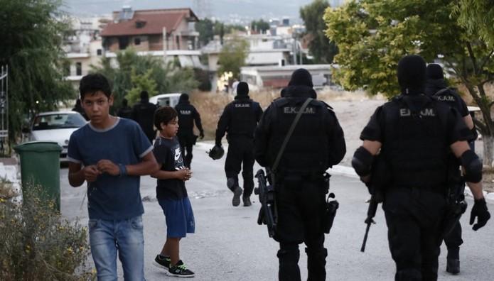 Επιχείρηση για τον θάνατο του 11χρονου μαθητή στο Μενίδι: Κάλυκες, βολίδες και ναρκωτικά εντόπισε η ΕΛΑΣ-31 προσαγωγές