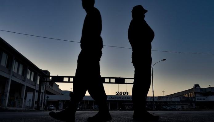 Επιχείρηση εκκένωσης του παλιού αεροδρομίου στο Ελληνικό -Οι πρόσφυγες μεταφέρονται στη Θήβα