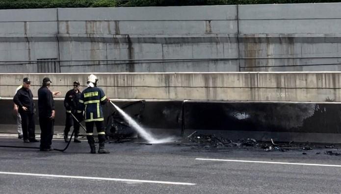 ΠΑΝΙΚΟΣ στην Αττική Οδό! Φορτηγό πήρε φωτιά εν κινήσει