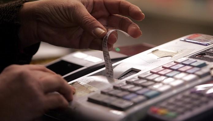 Τσεκουράτα πρόστιμα απο 1.000 έως 5.000 ευρώ για μη έκδοση αποδείξεων -  Ποιους στοχεύει το ΥΠΟΙΚ
