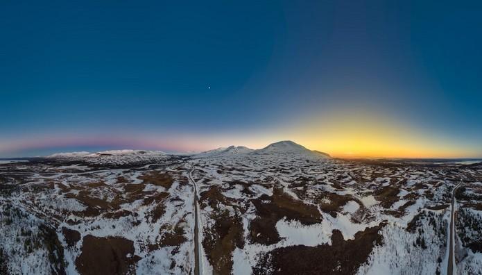 ΕΚΠΛΗΚΤΙΚΟ: Ξημέρωμα και ηλιοβασίλεμα στην ίδια θέα