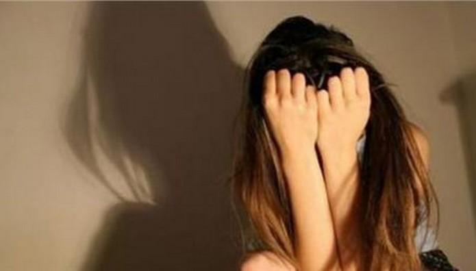 Γονείς υποχρέωναν την 9χρονη κόρη τους να εκδίδεται