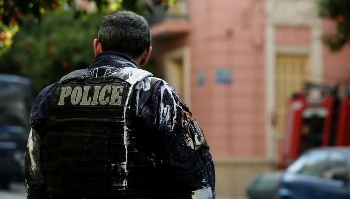 Πέταξαν μπογιές στους αστυνομικούς καταληψίες στο Κουκάκι