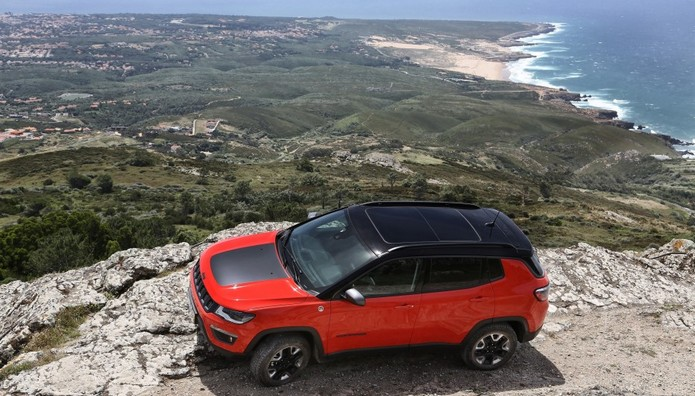 Δείτε πόσο κάνει το νέο Jeep Compass με το μπόνους που δίνουν