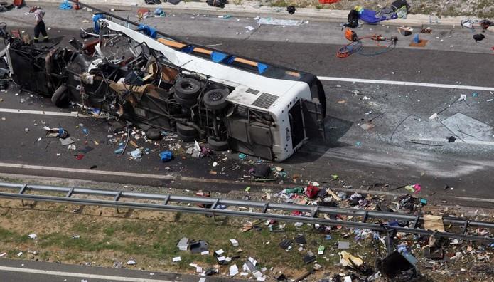 Ανετράπη λεωφορείο με Κινέζους τουρίστες – 30 νεκροί