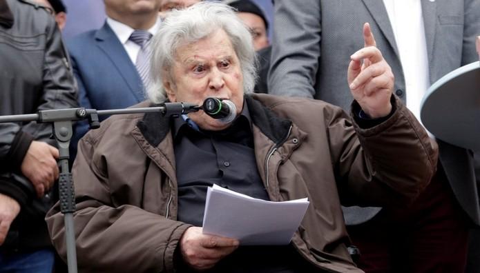 Νέα παρέμβαση Μίκη κατά κυβέρνησης για Σκοπιανό