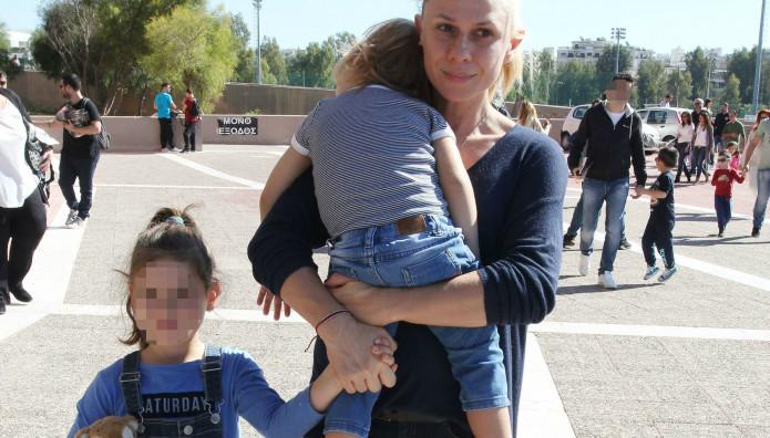 Κατερίνα Καραβάτου: Πρωινή έξοδος μαζί με τα δύο παιδιά της!
