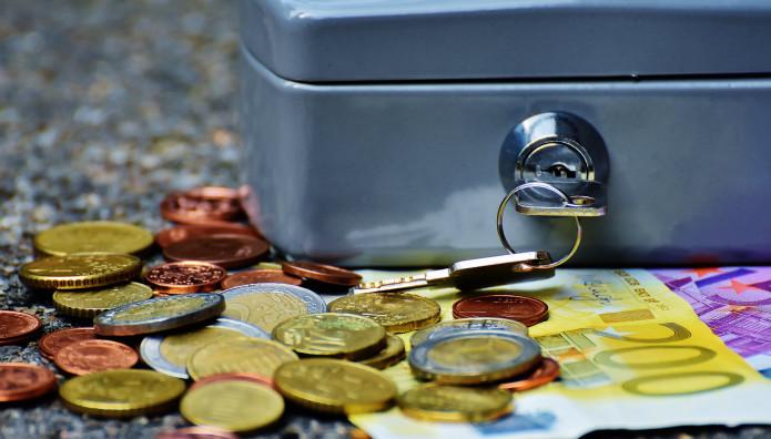 Χρήματα και χρηματοκιβώτιο