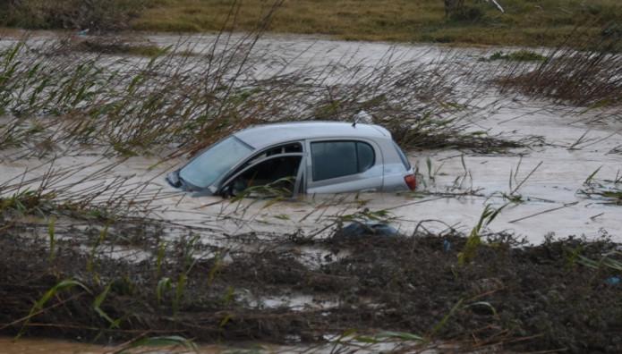 Αυτοκίνητο βυθίζεται στο ποτάμι της Νέας Κίου