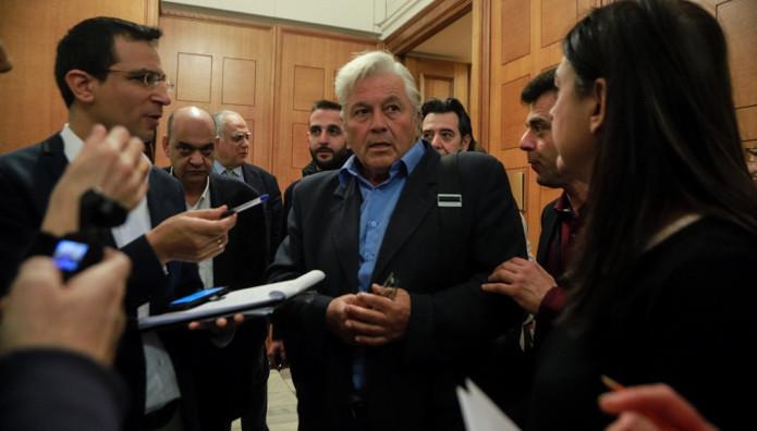 O Παπαχριστόπουλος εξέρχεται από το γραφείο του Προέδρου της Βουλής
