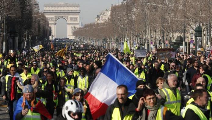 Παρίσι: Διαδηλώσεις Στους Δρόμους Κάνουν Τα «Κίτρινα Γιλέκα»