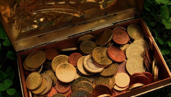 Κέρματα σε μπαούλο