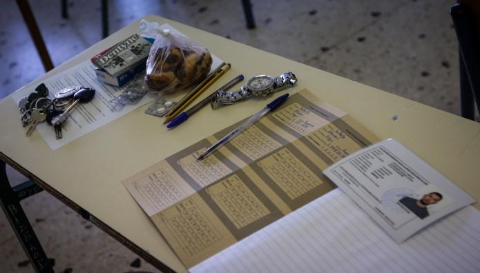 Εικόνα κατά τη διάρκεια εξέτασης στις πανελλήνιες εξετάσεις