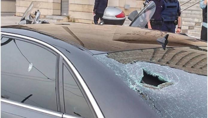 Σπασμένα αυτοκίνητα σε εκδήλωση της ΝΔ