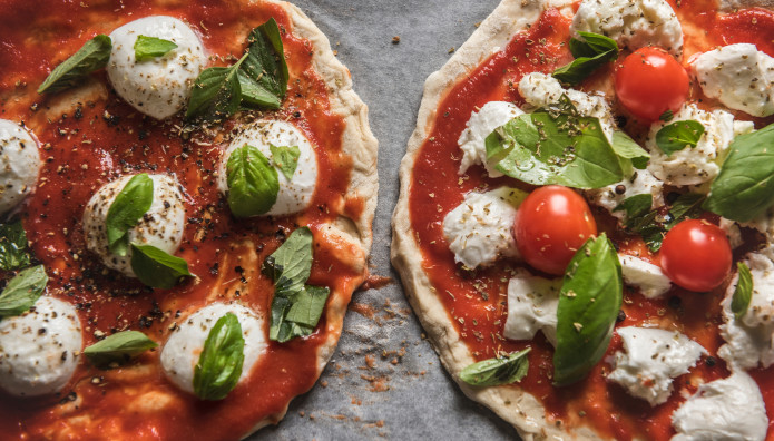 πίτσα μαργαρίτα και σπέσιαλ