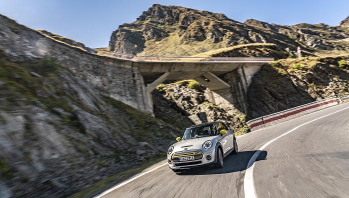 "MINI Cooper SE ""Καλύτερος Δρόμος"" Του Κόσμου"