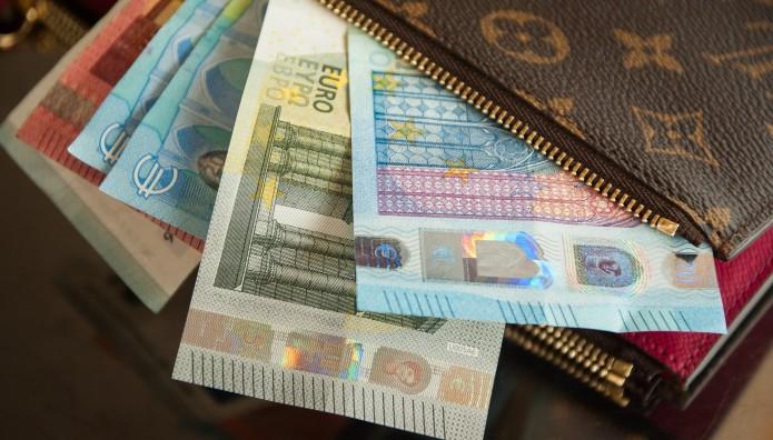 χρήματα στο πορτοφόλι