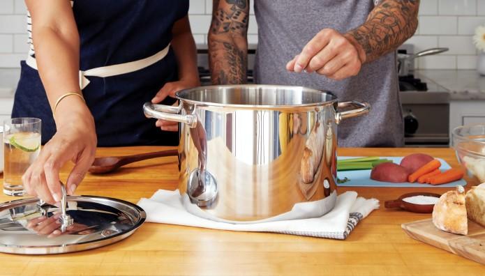 μαγειρική στην κουζίνα
