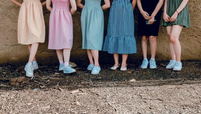 Κορίτσια με φούστες