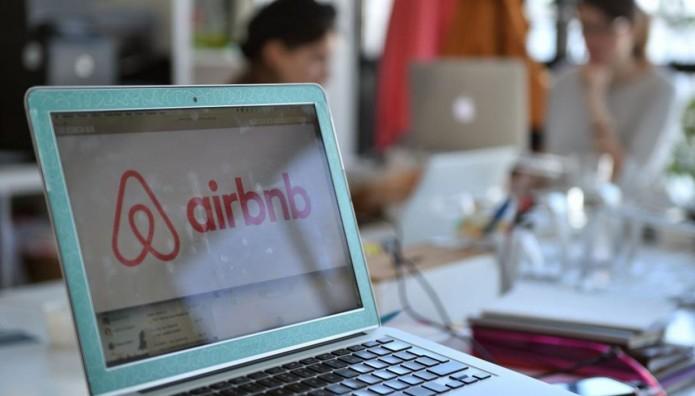 Η πλατφόρμα Airbnb σε υπολογιστή
