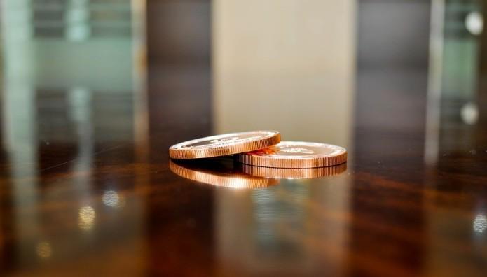 Κέρματα σε τραπέζι