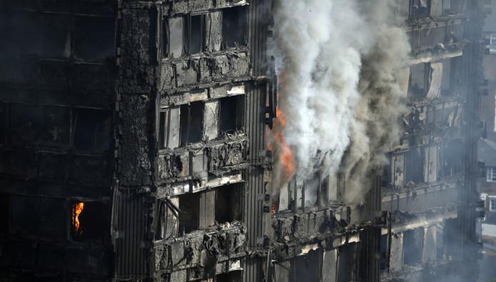 πυρκαγιά στον πύργο του Γκρένφελ στο Λονδίνο