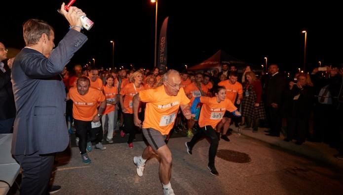Συνέδριο ΝΔ: Ο Κυριάκος Μητσοτάκης δίνει εκκίνηση στον αγώνα των 4 χλμ.