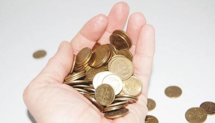 Κέρματα στο χέρι