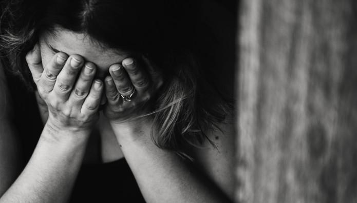 γυναίκα που κλαίει