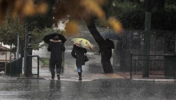 Βροχή  Αθήνα ομπρέλες