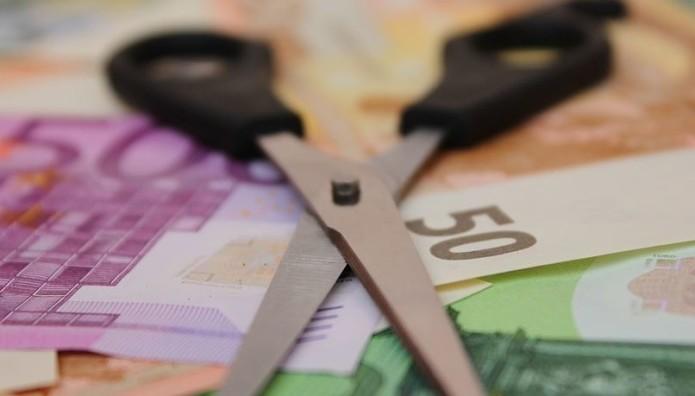 Ψαλίδι και χρήματα