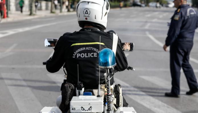 τροχαία αστυνομικός σε μηχανή